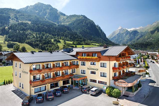 Exterior view of the Hotel Tauernhof in summer