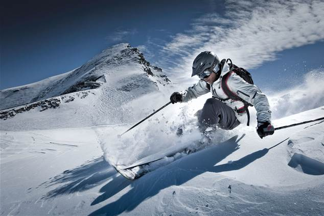 Skier infront of Kitzsteinhorn in deep snow