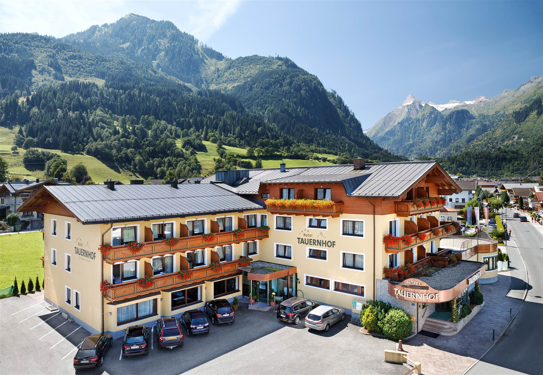 Building view of the Hotel Tauernhof in Kaprun